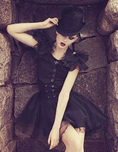 *such a gorgeous goth cabaret look* Dark Fashion, Gothic Fashion, Fashion Beauty, Fashion Shoot, Editorial Fashion, Fashion Women, Women's Fashion, Dark Beauty, Gothic Beauty
