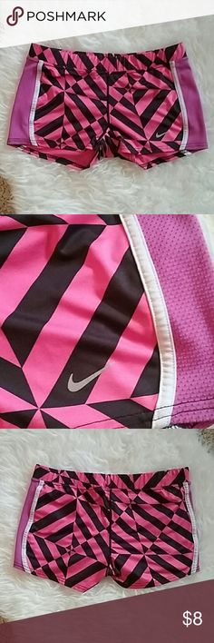 Nike dri fit shorts Nike shorts with mesh sides. Nike Shorts