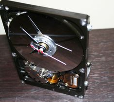 Old computer hard drive recycled into a sleek stylish desk clock!  #Clock, #Computer, #Desk, #HardDrive #RecycledElectronicWaste Electronics Gadgets, Electronics Projects, Tech Gadgets, Electronics Accessories, New Electronic Gadgets, Electronic Gifts, Computer Hard Drive, Computer Art, Clock Art