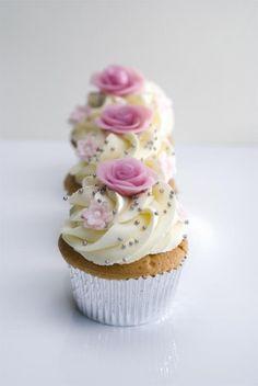 Cupcakes met roze rozen