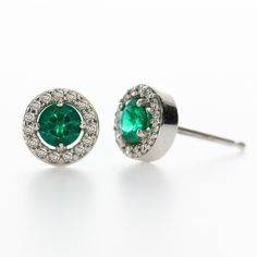 Emerald Loop is the perfect gift for all kinds of occasions. The emerald center stone is perfectly accented with surrounding diamonds.