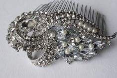 Antique styled Pearl and Diamante wedding comb.  Silver crystal and pearls bridal hair comb. Wedding pearl accessory. Bridal hair piece