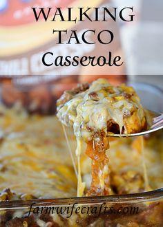 Walking Taco Casserole - The Farmwife Crafts Easy Weeknight Meals, Quick Easy Meals, Walking Taco Casserole Recipe, Gluten Free Casserole, Walking Tacos, Good Food, Yummy Food, Crockpot Recipes, Easy Recipes