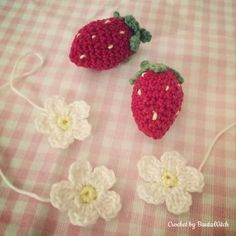 Strawberries with flower - just leaves missing now. by BautaWitch Drops Patterns, Drops Design, Knit Or Crochet, Angry Birds, Crochet Flowers, True Love, Loom, Easy Diy, Embroidery