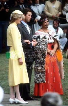 April Prince Charles & Princess Diana in Waitangi, New Zealand… Charles And Diana, Prince William And Kate, William Kate, Prince Charles, Lady Diana, Candle In The Wind, Before Wedding, Princess Of Wales, Queen Of Hearts