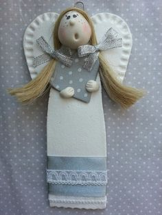 www.pasjadekorowania.blogspot.com Pottery Sculpture, Soft Sculpture, Diy Clay, Clay Crafts, Crafty Angels, Clay Projects For Kids, Clay Angel, Pottery Angels, Plaster Crafts