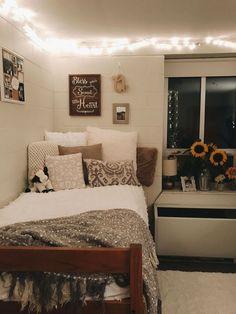 College Bedroom Decor, College Dorm Rooms, College Life, College Dorm Lights, Dorms Decor, Diy Dorm Decor, Bedroom Decor On A Budget, Cheap Room Decor, College Dorm Decorations
