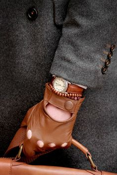 Genuine Sheep leather Note: thin (not thick) leather, these are driving gloves! Mens Gloves, Leather Gloves, Leather Men, Brown Leather, Dapper Gentleman, Gentleman Style, True Gentleman, Sharp Dressed Man, Well Dressed Men