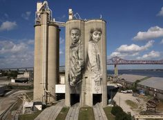 The street artist who paints wheat silos Guido van Helten's mural on the side of two giant grain silos in Jacksonville, Florida. Murals Street Art, 3d Street Art, Street Art Graffiti, Mural Art, Street Artists, Graffiti Artists, Wall Murals, Banksy, Land Art
