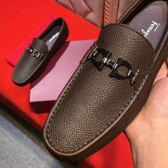 Ferragamo Driver Loafer sale here, you could wear them every time at everywhere. They could promote your dress sense, don't hesitate any more, buy your Salvatore Ferragamo products now! Mens Fashion Blog, African Men Fashion, Fashion Shoes, Leather Loafers, Loafers Men, Leather Boots, Mocassins Luxe, Ferragamo Shoes Mens, Ascot Shoes