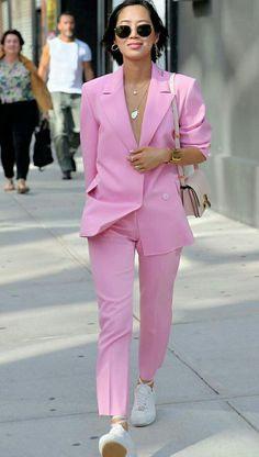 Aimee Song in a blush pink suit, pink suit and gold necklaces, bubble gum pink suit Fashion Moda, Suit Fashion, Fashion Outfits, Womens Fashion, Fashion Trends, Blazer Outfits, Pink Outfits, Pastel Outfit, Estilo Dandy