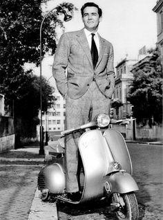 Vittorio Gassman e la Vespa