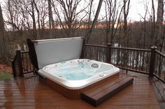 8 Ways To Place Your Original Outdoor Jacuzzi homedit.com