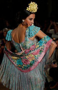 Folk Fashion, Dance Fashion, Party Fashion, Fashion Show, Spanish Dress, Spanish Style, Flamenco Dancers, Flamenco Dresses, Maxi Dresses