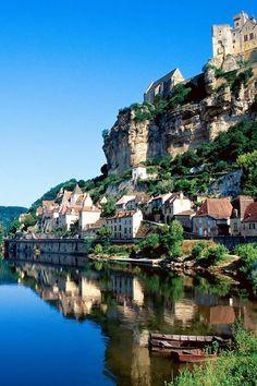 Beynac-et-Cazenac,Dordogne River Valley, France Places Around The World, Oh The Places You'll Go, Travel Around The World, Places To Travel, Places To Visit, Beynac Et Cazenac, La Roque Gageac, Wonderful Places, Beautiful Places