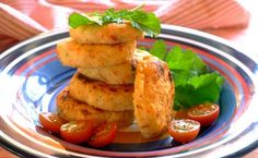 Tasty potato cakes flavoured with garlic and lemon pepper. Side Recipes, Easy Dinner Recipes, Snack Recipes, Cooking Recipes, Easy Recipes, Humble Potato, Potato Cakes, Tasty, Yummy Food