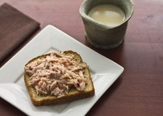 Mittagessen Tasse Thunfisch ~ 1 Toastscheibe ~ Kaffee oder Tee Source by Diet Tips, Diet Recipes, Cooking Recipes, Healthy Recipes, Diabetic Recipes, Smoothie Recipes, Peanut Butter Coffee, Weight Loss Menu, Healthy Snacks