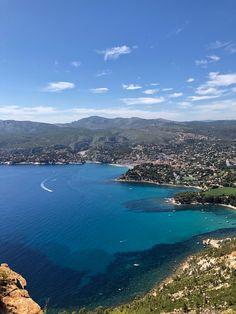Cassis, en vakker kystby i Frankrike - Spar opptil 70% - REIS SMARTERE, BILLIGERE OG LENGRE Provence, Fine Sand, Inspirations Magazine, Most Beautiful Beaches, Explore, Adventure, Lifestyle, Water, Outdoor