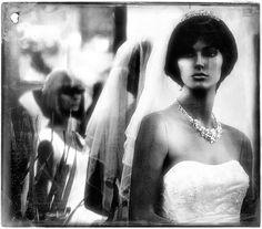Brides' Robes de Lucian Olteanu sur Art Limited