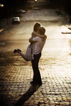 a kiss, romanc, engagement pictures, engagement photos, romantic couples