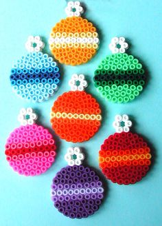 Great Totally Free Xmas crafts with beads Concepts Having a nights Christmas time hobby plan brainstorming. It's 5 days ahead of Christmas. Perler Bead Designs, Diy Perler Beads, Perler Bead Art, Hama Beads Coasters, Hama Beads Patterns, Beading Patterns, Loom Patterns, Loom Beading, Quilt Patterns