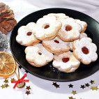 Linecké koláčiky • recept • bonvivani.sk Doughnut, Cookies, Desserts, Food, Crack Crackers, Tailgate Desserts, Deserts, Biscuits, Essen