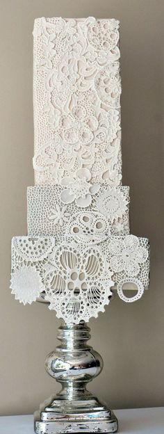Lace Cake For A Vintage Wedding