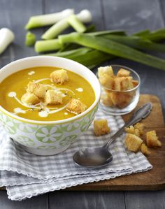 Great as a starter or light dinner, this traditional butternut & leek soup is best served piping hot with a swirl of cream and hot bread. Butternut Soup, Leek Soup, Hot Soup, Meal Planner, What's Cooking, What To Cook, Winter Food, Kos, Soup Recipes