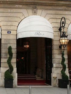 Entrance to the Ritz Hotel, Paris, France. Porte Cochere, Carlo Scarpa, Putting On The Ritz, Palais Royal, Grand Hotel, Beautiful Places To Visit, Hotels And Resorts, Luxury Hotels, Canopy