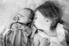 Family photography session, newborn photos, sibling photos.