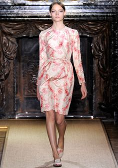 Valentino Spring 2012 Couture - Review - Fashion Week - Runway, Fashion Shows and Collections - Vogue - Vogue