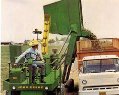 JOHN DEERE 425 Hay Cuber Jd Tractors, John Deere Tractors, John Deere Equipment, Antique Tractors, Vintage Farm, Old Farm, Baler, Harvester, Cool Stuff