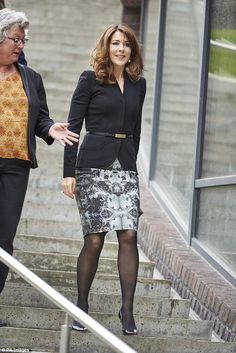Crown Princess Mary of Denmark looked sleek in a black blazer and patterned pencil skirt as she attended a conference for brain awareness this week Princesa Mary, Princesa Real, Pencil Skirt Outfits, Pencil Skirt Black, Pencil Skirts, Pencil Dresses, Pencil Skirt Tutorial, Mary Donaldson, Style Royal