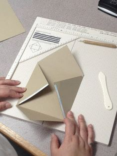 The Paper Nest: Making Envelopes. Envelope Tutorial, Envelope Punch Board, Envelope Templates, Square Envelopes, Making Envelopes, Paper Envelopes, Homemade Envelopes, Card Making Tips, Bricolage