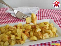 Patate arrosto con il microonde  #ricette #food #recipes Coconut Custard, Custard Filling, Micro Onde, Microwave Recipes, Good Mood, Finger Foods, Cauliflower, Macaroni And Cheese, Crisp