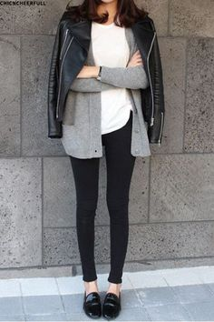 black leggings, a white tee, black slip ons and a grey cardigan schwarze Leggings, ein weißes T-Shir Looks Street Style, Looks Style, Winter Trends, Winter Ideas, Winter 2017, Fall Winter Outfits, Autumn Winter Fashion, Fall Fashion, Womens Fashion