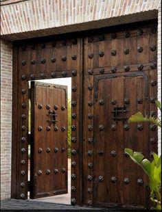 Interior Wood Doors – What You Must Look for While Buying Interior Wood Doors Cool Doors, The Doors, Entry Doors, Windows And Doors, Patio Doors, Tor Design, Gate Design, House Design, Wooden Gates