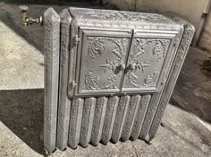Radiateur chauffe plat ancien 1900.                                                                                                                                                                                 More Heating Radiators, Cool Furniture, Painted Furniture, Hydronic Heating, Cast Iron Radiators, Iron Art, Home Hardware, Heating Systems, Victorian Homes