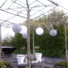 @vandereem Love it #ikea#kwantum#black&white garden > https://www.kwantum.nl/search?searchterm=solar%20lantaarn