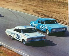 Fred Lorenzon and Richard Petty. This is when stock cars were stock cars!!!!!!!!