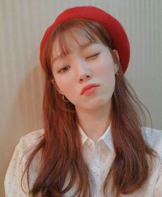 7 Celebrities Wearing Beret Hat That Make You Feel Autumn Is Really Here Korean Actresses, Asian Actors, Korean Actors, Actors & Actresses, Sung Hyun, Lee Sung Kyung Hair, Lee Sung Kyung Fashion, Weightlifting Fairy Kim Bok Joo, Joo Hyuk