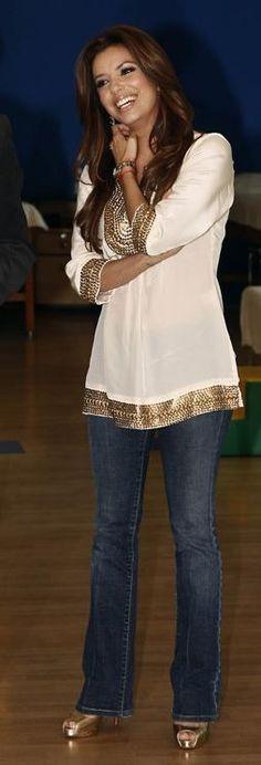 Quem fez bombas peep toe ouro de Eva Longoria que ela usava para Telethon aos centros de reabilitação para as crianças na Cidade do México, 05 de dezembro de 2009 ?