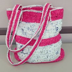 Plarn book bag made from recycled plastic bags Plastic Bag Crafts, Plastic Bag Crochet, Recycled Plastic Bags, Recycled Crafts, Plastic Art, Yarn Projects, Sewing Projects, Plastic Shopping Bags, Crochet Patterns