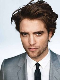 Robert Pattinson pictures and photos. Robert Pattinson portrays Edward Cullen from Twilight, New Moon movie, Eclipse, and Breaking Dawn. Taylor Lautner, Errol Flynn, Pretty People, Beautiful People, Beautiful Things, Robert Pattinson And Kristen, Edward Cullen, Gq Magazine, Magazine Covers