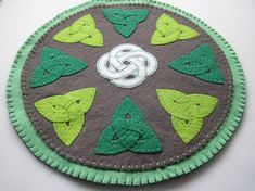 This PDF sewing pattern shows you how to make a gorgeous Trinity Knots Celtic Penny Rug.