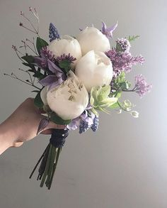 Summer Wedding Bouquets, Flower Bouquet Wedding, Floral Wedding, Flower Decorations, Wedding Decorations, Small Bouquet, Pretty Flowers, Floral Arrangements, Marie