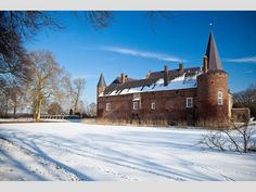 Hoe was het om in de middeleeuwen in een kasteel te wonen? Koud en guur, of was er toch nog gezeligheid? Kom het ervaren in de donkere dagen voor het