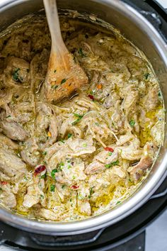 Instant Pot Keto Green Chile Chicken with Cream Cheese - - If you get a craving for a juicy, spicy, easy one-pot dish, this Instant Pot chicken with green chilis is super easy to make. Crockpot Recipes, Chicken Recipes, Cooking Recipes, Healthy Recipes, Pie Recipes, Instant Pot Pressure Cooker, Pressure Cooker Recipes, One Pot Dishes, Side Dishes