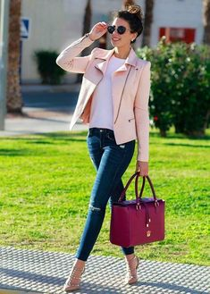Powdered pink jacket, burgundy handbag and designer nude shoes. Classy Outfits, Fall Outfits, Casual Outfits, Cute Outfits, Work Outfits, Look Fashion, Winter Fashion, Fashion Outfits, Womens Fashion