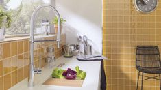 Interiors FULL of COLOURS: bathroom and kitchen designs that vibrate in full colour Yellow Home Accessories, Yellow Home Decor, Hotel Panache, Kitchen Colors, Kitchen Design, Console Vintage, Condo Bathroom, Feature Tiles, Layout